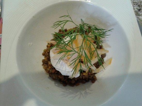 Lassay-les-Chateaux, France: Salade lentilles et oeuf poché