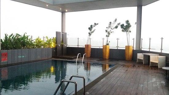 Rooftop Swimming Pool Picture Of Hotel Santika Premiere Ice Bsd City Tangerang Tripadvisor