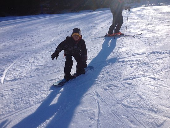 Union Dale, เพนซิลเวเนีย: Hawaiin Grandkid learning to snowboard!