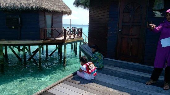 Thulhagiri Island Resort: Checking fishes