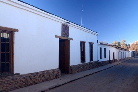 Lodge Andino Terrantai: Terrantai Lodge is on Tocopilla Street. 1 block from Caracoles, the main pedestrian street