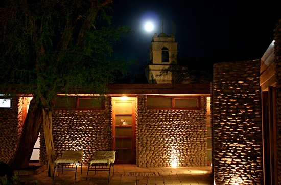 Lodge Andino Terrantai: Full moon by the pool