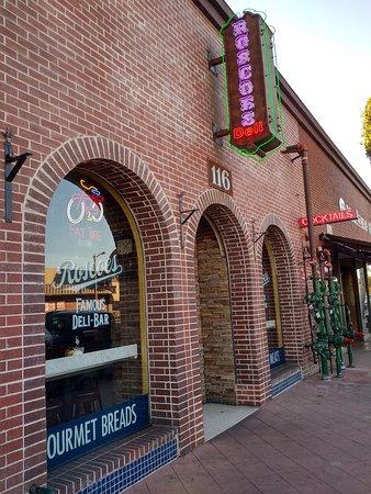 Φούλερτον, Καλιφόρνια: Streetside entrance to Roscoe's Famous Deli in Fullerton, CA