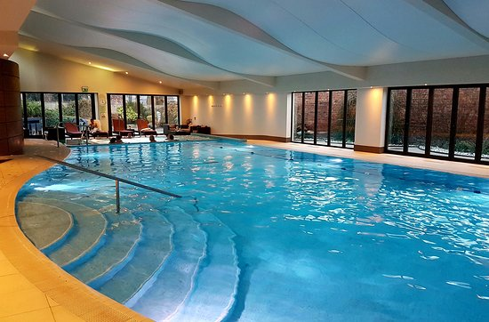 The Mere Golf Resort and Spa: Lovely pool area