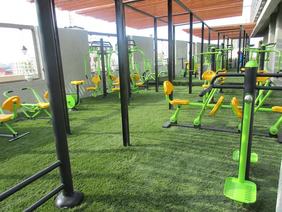 Tanzanite Executive Suites: Rooftop gym