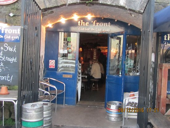 Falmouth, UK: front door into the ^front leads into bar area main bar to the left plenty of seating as you goi