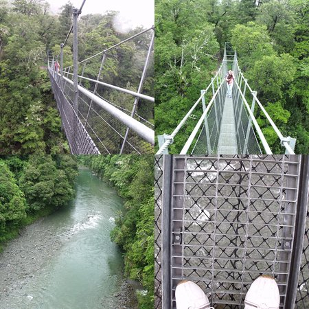Carterton, New Zealand: The suspension on bridge and river below.