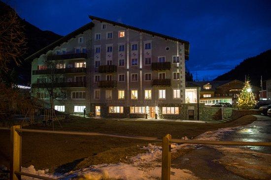 Hotel Grischuna Bivio: Abendstimmung