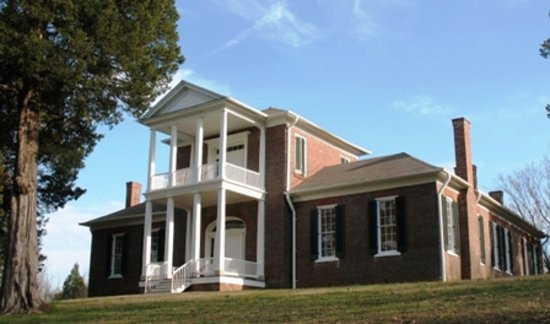 Tuscumbia, Αλαμπάμα: Positioned on a commanding hilltop, Belle Mont Mansion is one of Alabama's crowning architectura