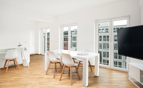 Graf Adolf Apartments: Esszimmer Der Penthouse Suite