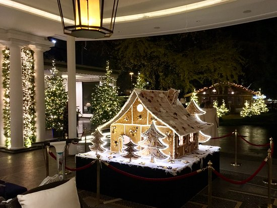 Baur au Lac: The chef makes this amazing gingerbread house in the hotel's kitchens!