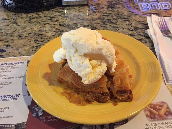 Mel's Diner: Warm apple pie & ice cream