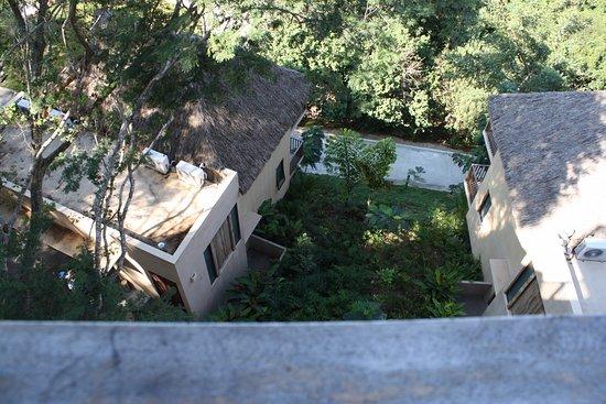 La Cruz de Huanacaxtle, México: looking down from the balcony