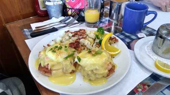 Awful Annie's: Lobster Eggs Benedict