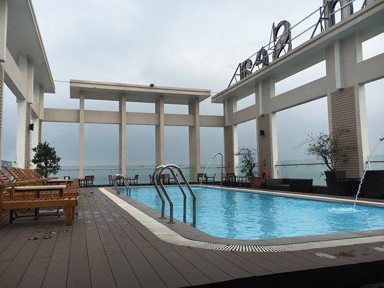 天台泳池飽覽峴港,服務貼心