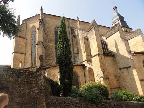 Cathedrale Saint-Sacerdos: aile ouest