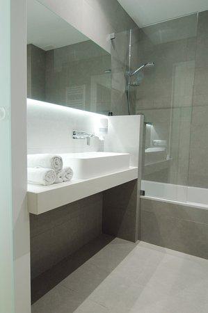 Cuarto de baño con bañera: fotografía de Vila Da Guarda Hotel, A ...