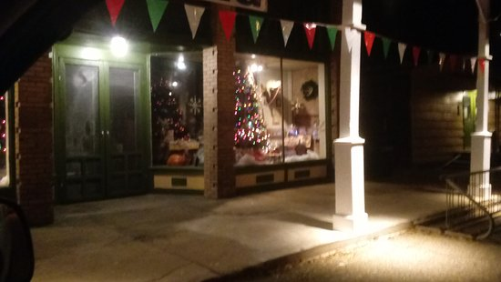 Orrville, AL: The Farmers Market in the evening at Christmas time.