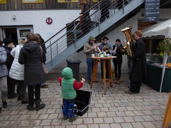 Glonn, Deutschland: Blaskapelle - Weihnachtsmarkt