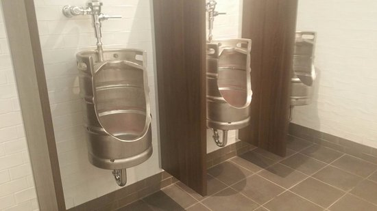 Strathfield South, Australien: Unique men toilet ... made out of beer barrels