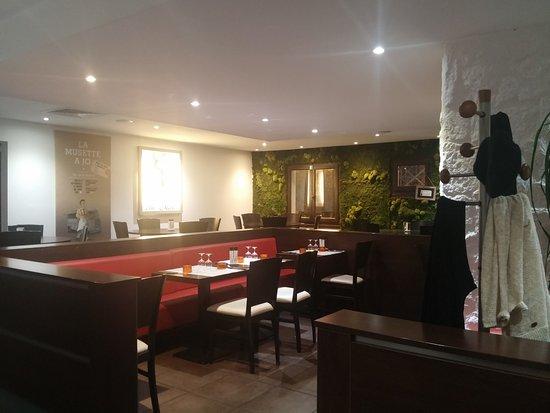 Saint-Jean-de-Vedas, France: La salle repas ambiance calme