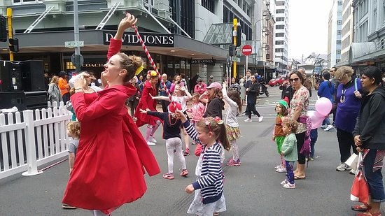Wellington City Walkways: Part of the kids having fun