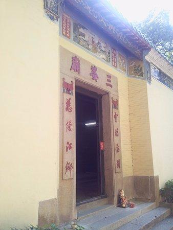 Sam Mo Temple