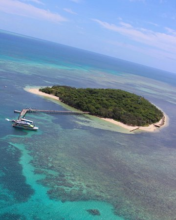 Green Island Resort: Helicopter view of the island