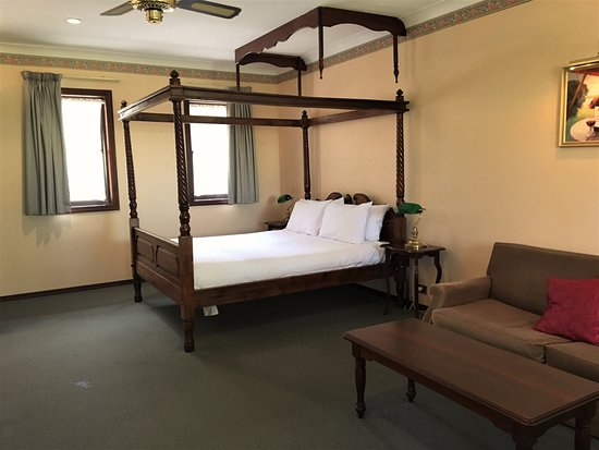 Grange on Farrelly: Queen room