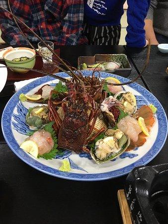 Ryokan Igaya: 年末に家族で宿泊。料理は女将おすすめに個別でお肉と伊勢海老&アワビを追加。女将コースは、少し華やかさに欠けるかな…という感じではありますが、量は十分。宿の雰囲気、温泉、料理、大変満足です。