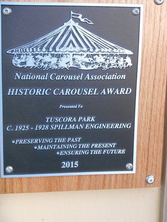 New Philadelphia, Огайо: A plaque given by the National Carousel Association in 2015 to thank them for excellent restorat