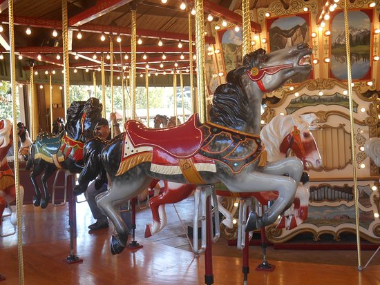New Philadelphia, Огайо: Horses on the carousel