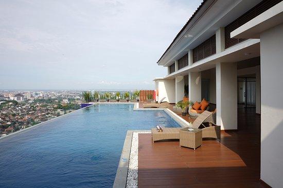 swimming pool - 6 Penginapan di Semarang dengan Kolam Renang