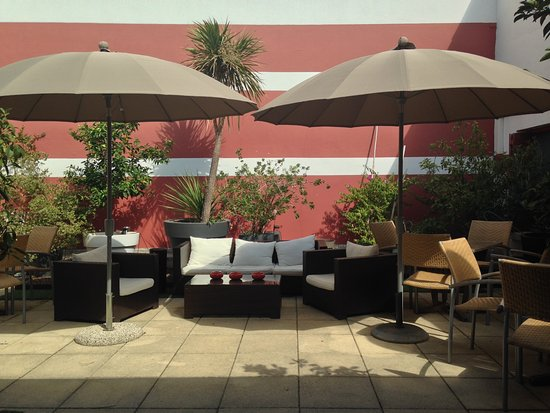 Cote Patio Hotel Nimes Photo