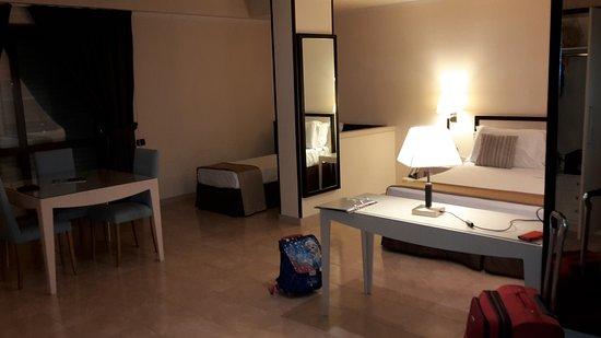 BEST WESTERN Suites & Residence Hotel: 20161227_180521_large.jpg