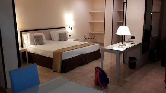 BEST WESTERN Suites & Residence Hotel: 20161227_180500_large.jpg