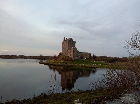 Kinvara, Irlanda: Dunguaire Castle