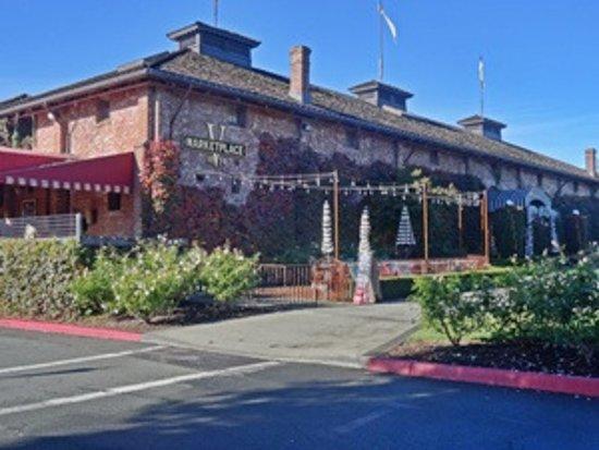 Yountville, Kalifornien: V Marketplace building
