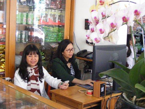 Quày phân phối cà phê sỉ lẻ ngay trong Quán cà phê Thu Hà (TP Pleiku).