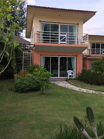 Overpriced hotel with a good location at Pattaya Beach