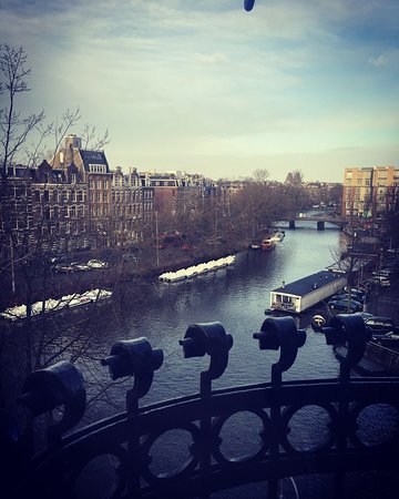 Boutique Hotel View: Small quaint room, perfect size for a city trip and made even better with a beautiful canal view