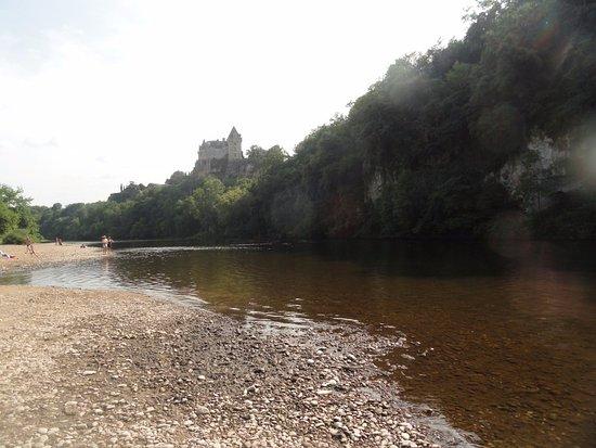 Domme, Frankreich: bord de la Dordogne chateau montfort