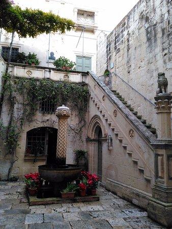 Casa Museo Palazzo Falson: Courtyard of the Palazzo Falson