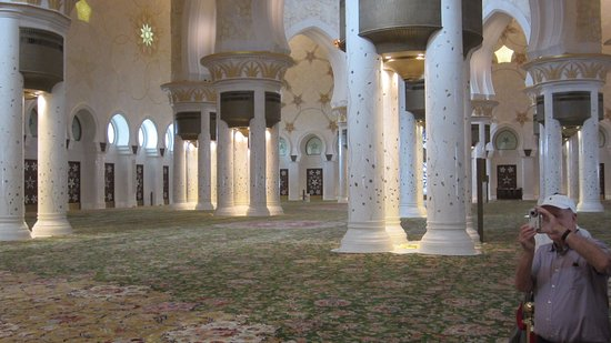 Afbeeldingsresultaat voor abu dhabi mosque tapijt