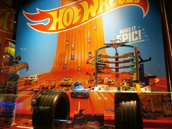 Franz Carl Weber: Hot Wheels window display