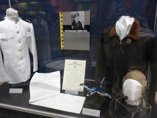 Wapakoneta, OH: Neil's Naval Aviators Uniforms & Memorabilia