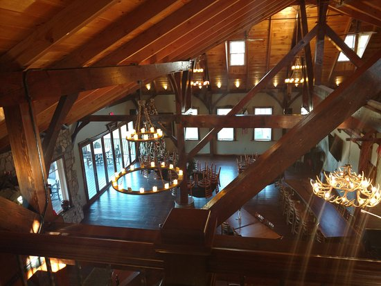 Creek's Edge Winery: The tasting room from the loft.