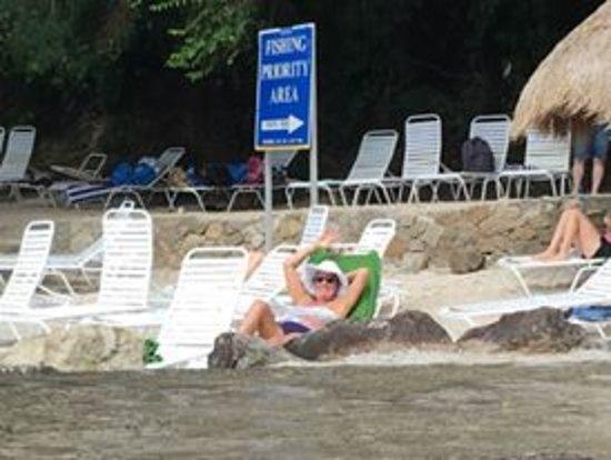شوجار بيتش إيه فيسوري ريزورت: Public beach