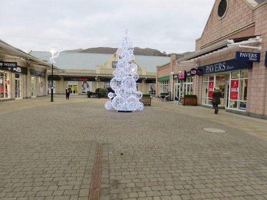 Sterling Mills Outlet Shopping Village: shops