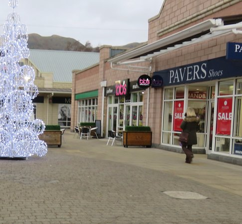 Tillicoultry, UK: beside Pavers